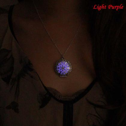 Free Shipping Glowing Necklace, Loc..